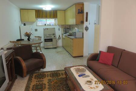 Great place in Jerusalem suburb - Apartment