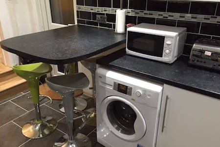 Central London comfy double room, Wifi near TUBE - London - House