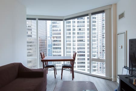 Gorgeous High Rise in the heart of Chicago - Apartment