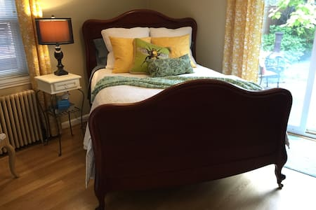 Private Entrance, Cozy Room, Continental Breakfast - Seattle - House