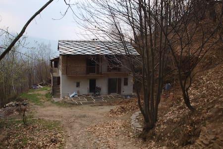 Casa indipendente nel bosco - Barge