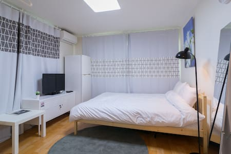 Convenient transportation   Subway within 5 minutes (walking)   Airport bus within 5 minutes (walking) Center of Seoul Safe House And adjacent to downtown Private house (not shared with other people) Warm, quiet.