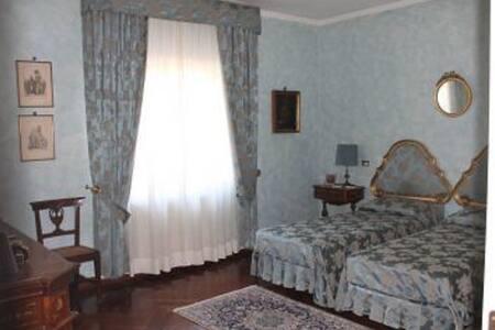 Affitto stanza con 2 posti letti, bagno en suite - Aamiaismajoitus