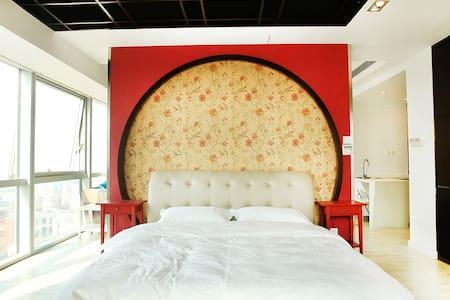 奥帆中心五四广场香港中路 新中式屏风 双大床海景套房 - Apartmen