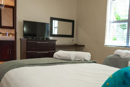 Here & Now Guesthouse Luxury Single Suite - Umhlanga