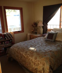 Private one bedroom and luxury bath - San Rafael - Bed & Breakfast