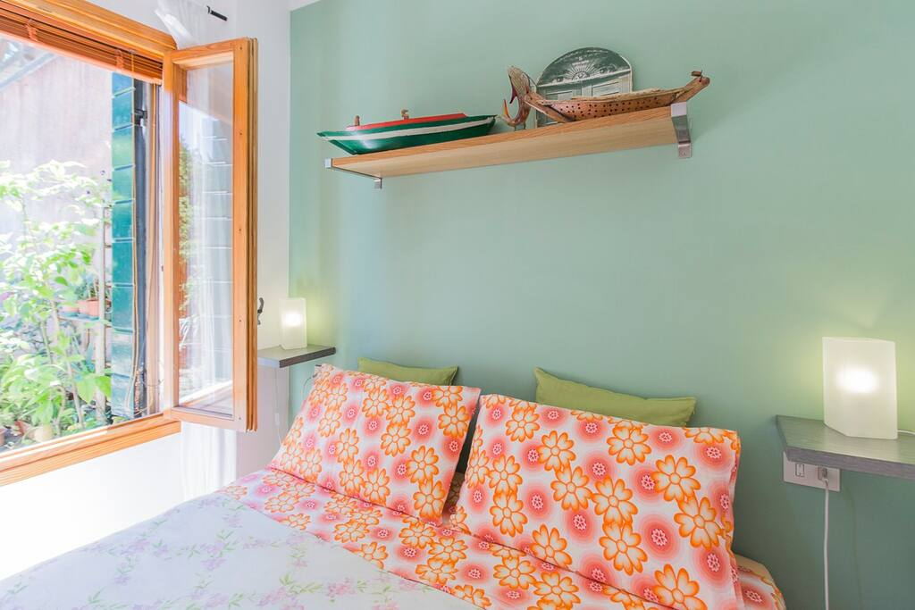 GARDEN VIEW GREEN ROOM