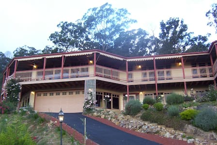 Large home with sensational views, 2 big bedrooms - Lilydale - House