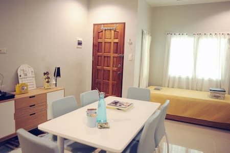 Cozy Apartment Near Downtown - Wohnung