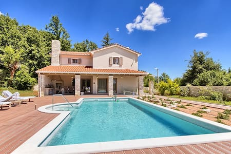 Villa Martin with pool, jacuzzi, sauna and gym - Labin