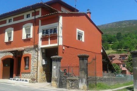 Casa de Pueblo en Miyares,Infiesto - Casa