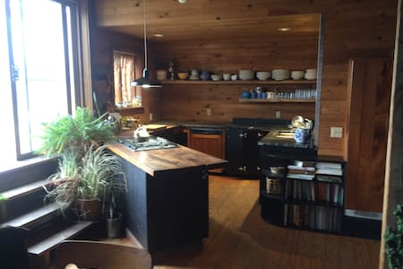 Home in an art barn with views - Millerton - House