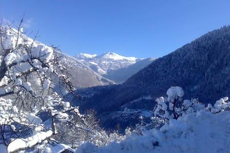 Le calme, dans village de montagne. - Le Bois