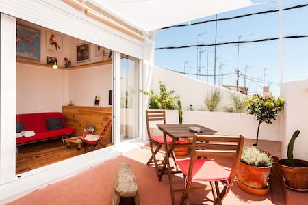 SUNNY (MINI) ATTIC WITH TERRACE IN RUZAFA'S HEART - Leilighet