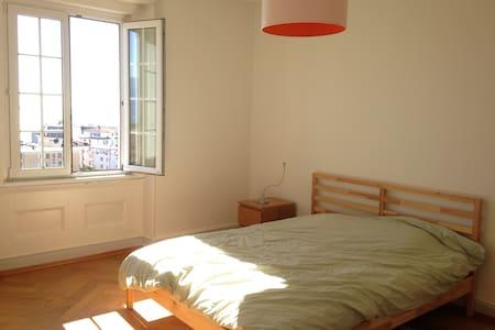Chambre avec vue à 5 minutes de la gare - Appartement
