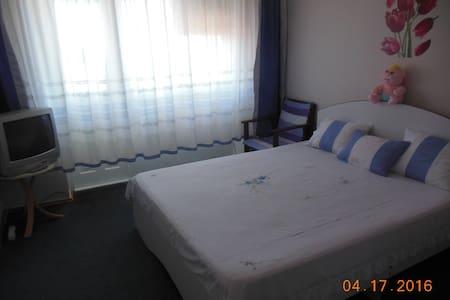 Сдам в Новом АФоне комнату в 3х-квартире море 5мин - 아파트