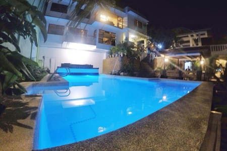 Cebu Exclusive Beach House - Huvila