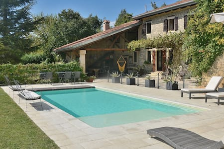 15 Sleeps Rural Villa with Pool - Fortuna