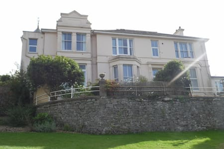 Double & single room in lovely Victorian Apartment - Buckfastleigh - Apartment