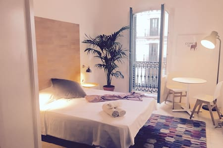 Lovely room in downtown BCN w/private bathroom - Barcelona - Wohnung