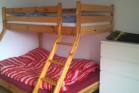 3 Bett- Zimmer in Weilheim i. OBB - Weilheim in Oberbayern - Szeregowiec