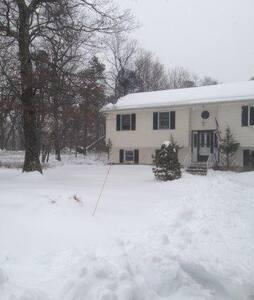 Beautiful House In the Pocono Ranchlands - Bushkill