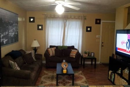 Clean and Comfortable resting place! - Tallahassee - Casa adossada