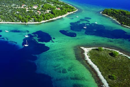 Private Tour to Blue Lagoon with Skipper Included - Split - Bateau