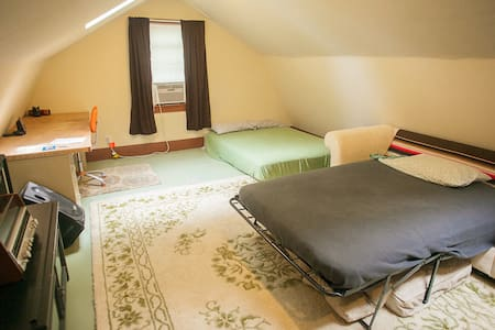 Private loft in beautiful area + fresh eggs - Ghent - Loft