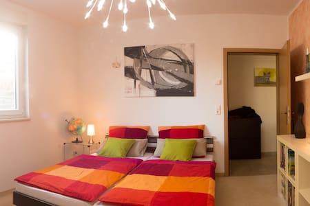 gemütliches Zimmer mit eigenem Bad - Berlin