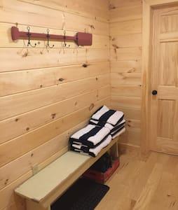 3 bedroom/2bath Eagle Rock Cabin getaway - Mökki