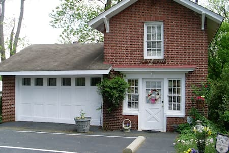 Clichy Inn Bed and Breakfast!!!! - Bed & Breakfast