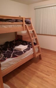 Clean and cozy, 15min to downtown - Chicago - House
