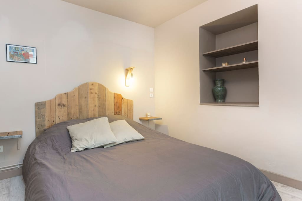 Bedroom with Double bed and its own bathroom and toilets  Suite parentale : lit double, sdb et wc