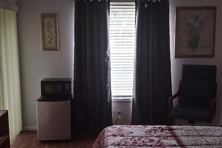 Room with own bath and entrance - Cape Coral - Appartement