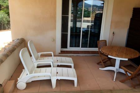 Chambre + mezzanine dans villa et piscine 4 per - Villa