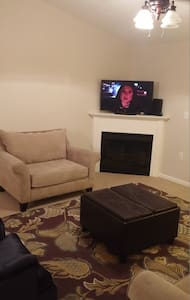 Spacious Crestwood Condo - Condominium