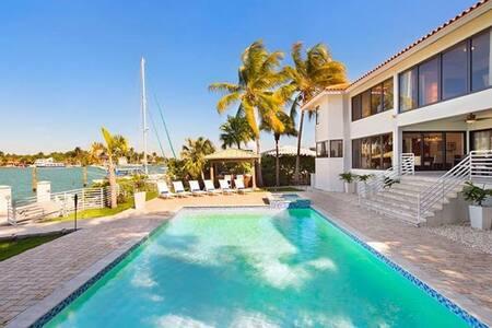 Beautiful villa in Hibiscus Island sleeps 12! - Miami Beach - Villa