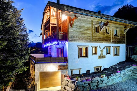 Chalet Serre Che ***** 10 people. 350 m from the slopes, with indoor pool, balneo, sauna, garage - Chalet