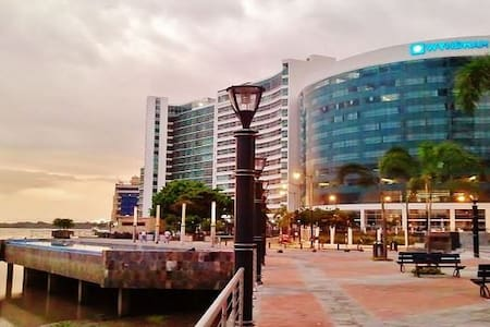 EXCLUSIVE DOWNTOWN APARTMENT - BEST SECTOR IN GYE! - Guayaquil - Apartament