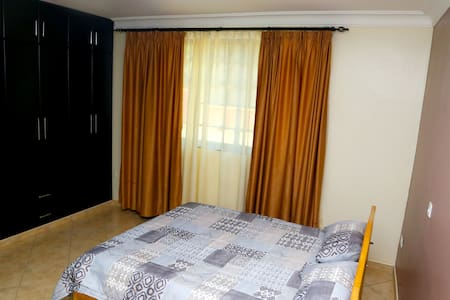 Spacious, Quiet,close to Road,and well Enclosed - Kampala - Apartemen berlayanan