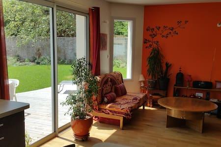 Chambre dans maison neuve - calme - La Crèche - Huis
