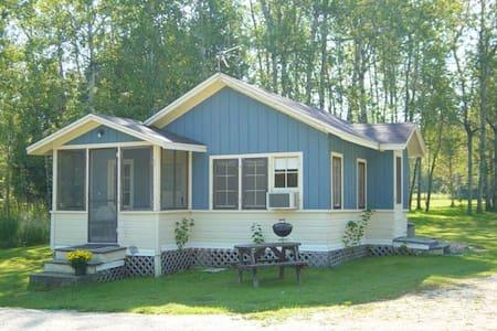 Lake Lane Cottages (Cottage #2) - Chalet