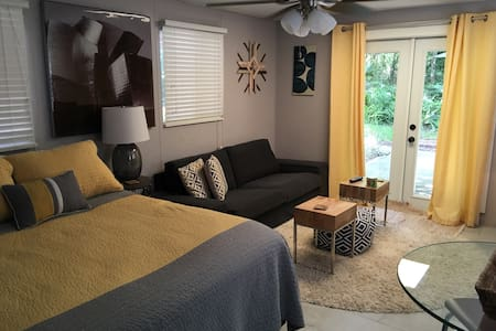 •Room in a clean, dog friendly home - Gainesville - Ház