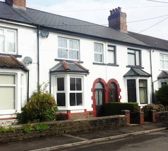 Cosy Room & Friendly House In Fantastic Location - Taff's Well - Casa