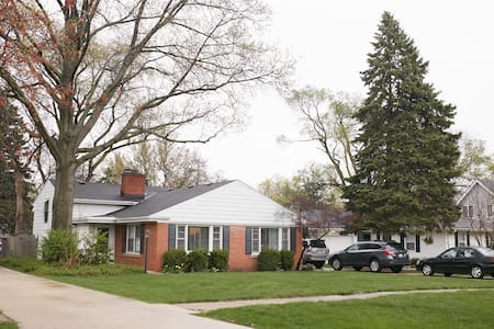 Full Home in North Wheaton - Wheaton - Huis