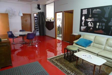 Artsy Warehouse Living - Alexandria