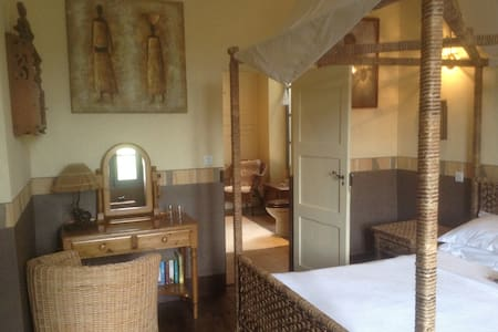 Africa Suite - Chateau La Roussille - Bed & Breakfast