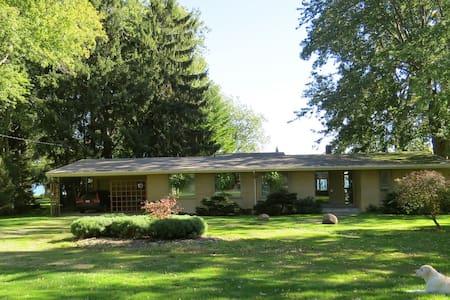 Mid-century modern Lakehouse  - Ház