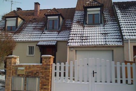 Grande Maison en banlieue Parisienne - Bernes-sur-Oise - Casa